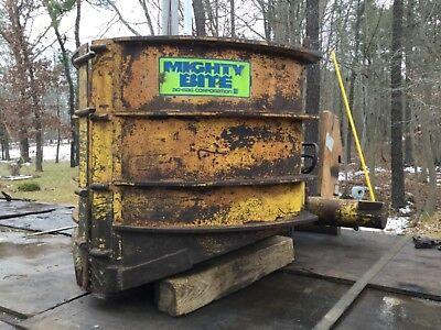 Walluski Hydraulic Claw Bucket Attachment Garbage Truck Curbside Pickup Tool