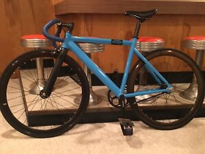 (Brand new condition) Carbon fork fixie bike for sale