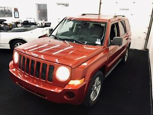 Jeep 4x4 North~Low KM's~GasMiser~New Winters~2 yr Warranty & MVI
