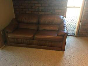 Moran Leather 2 Seater Settee Bridgeman Downs Brisbane North East Preview