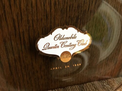 Vintage 1965 Oldsmobile Quarter Century Club candy dish collectible (1352/3)