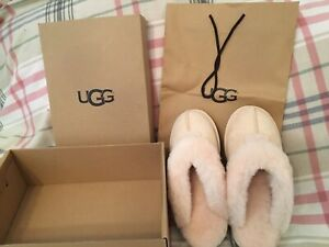 Authentic brand new UGG slippers, light pink size US7