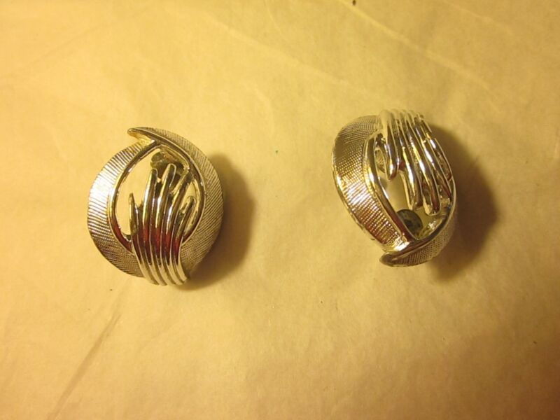 1960s Vintage Signed Sarah Coventry Silver Tone Clip On Earrings