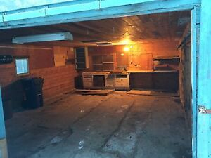 Penhold- Double lot 18x24  Garage 6 ft clearance