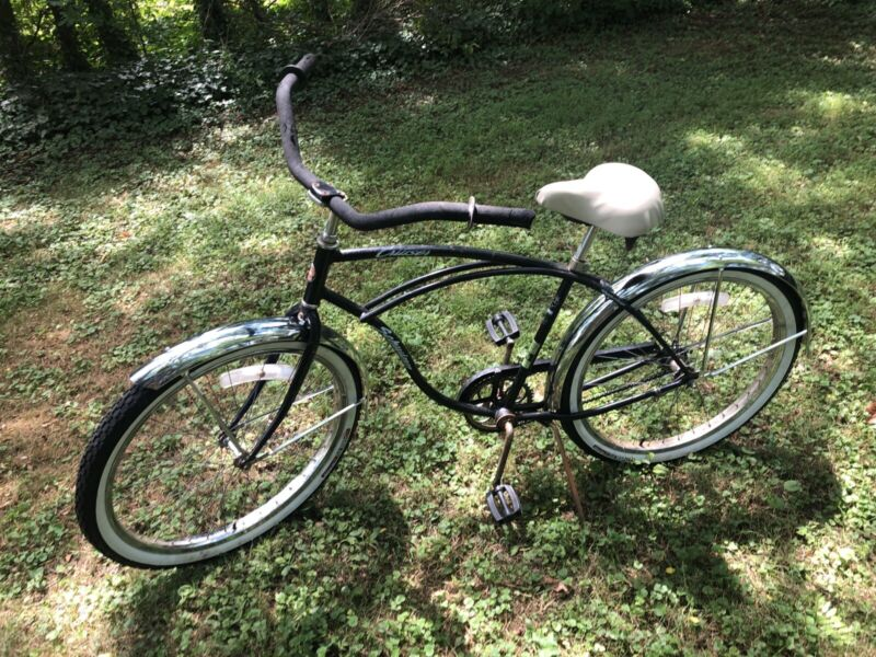 1980's Schwinn Mens Cruiser Black 26 Inch Bike