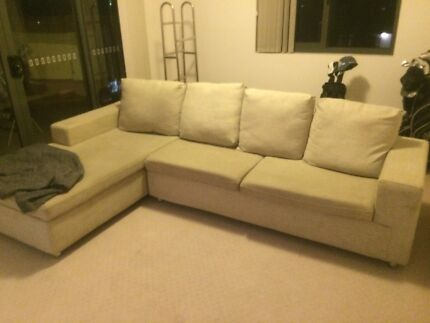 Couch in good condition - urgent sale Kinross Joondalup Area Preview
