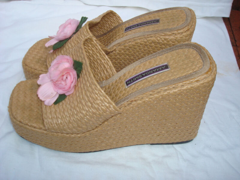 Beige Straw platform wedge high heel sandal, Chunky! Flower, size 10 Medium