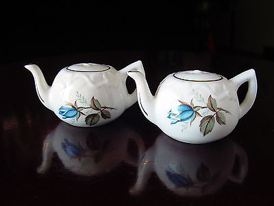 ViNTaGe Bone China White~BLuE RoSe Bud TeaPot Shaped Salt & Pepper Shakers SeT