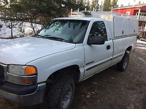 3/4 Ton work truck with utility canopy