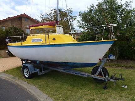 SPACE SAILER 20. Swing Keel, Pop-top Trailer Sailer