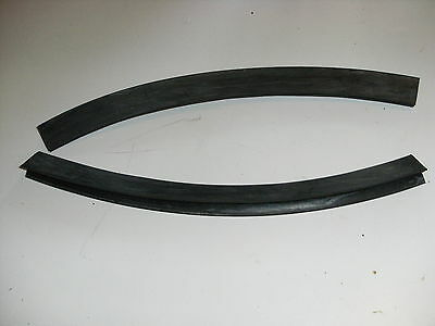 MORRIS MINOR INNER WING TO FRONT PANEL RUBBERS - NEW