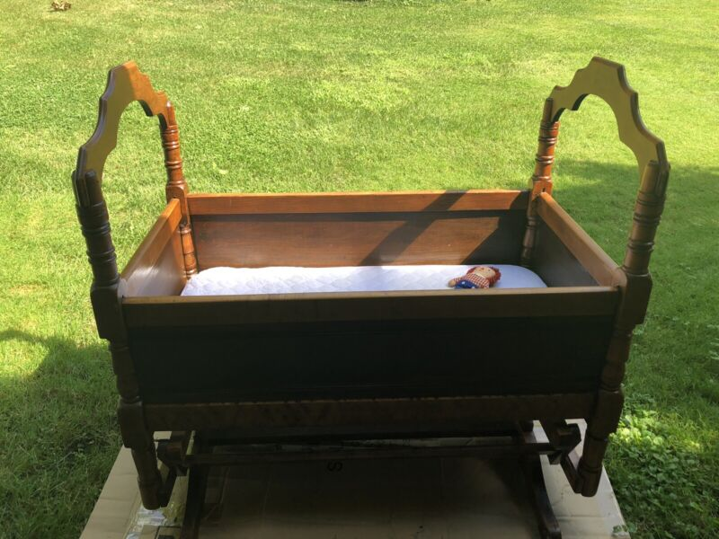 Baby Cradle Antique American Made, Amazing Condition with mattress
