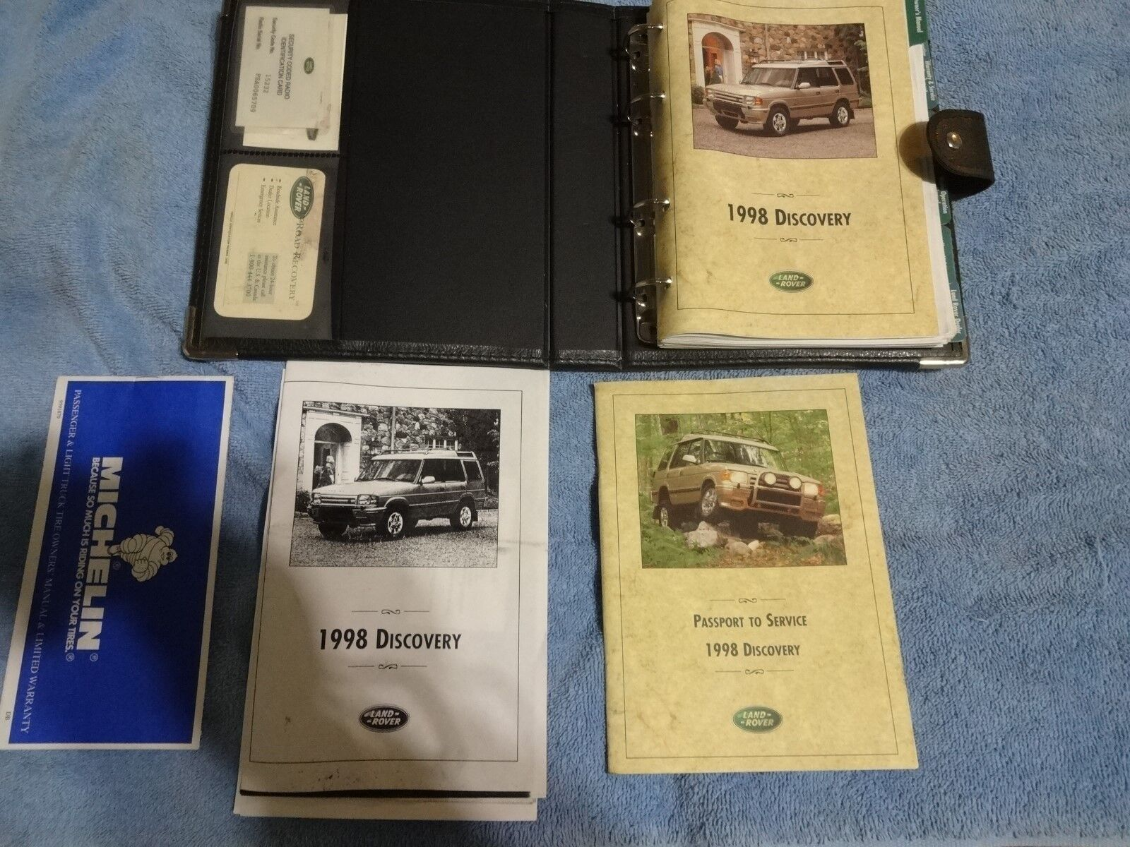 1998 Land Rover Discovery owners manual set with case oem good condition
