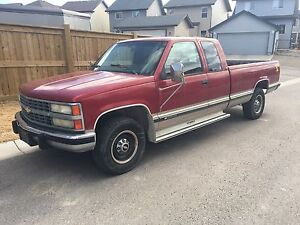 1992 Chevrolet C3500 gas 218000KM needs transmission