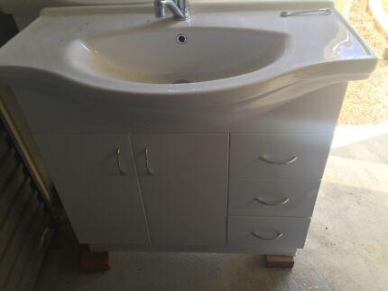 2 x bathroom vanity  Waikiki Rockingham Area Preview