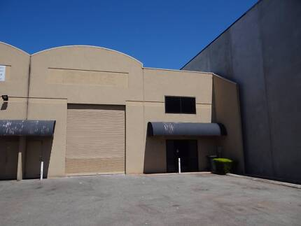 Factory with office 280 m2  Malaga