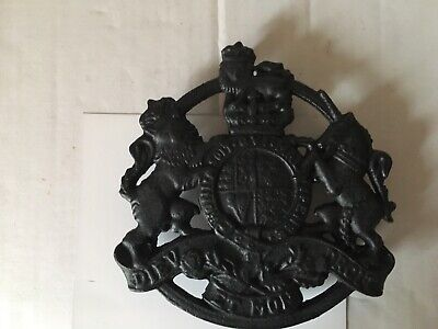 Kings Arms Trivet Cast Iron/ Kettle Stand