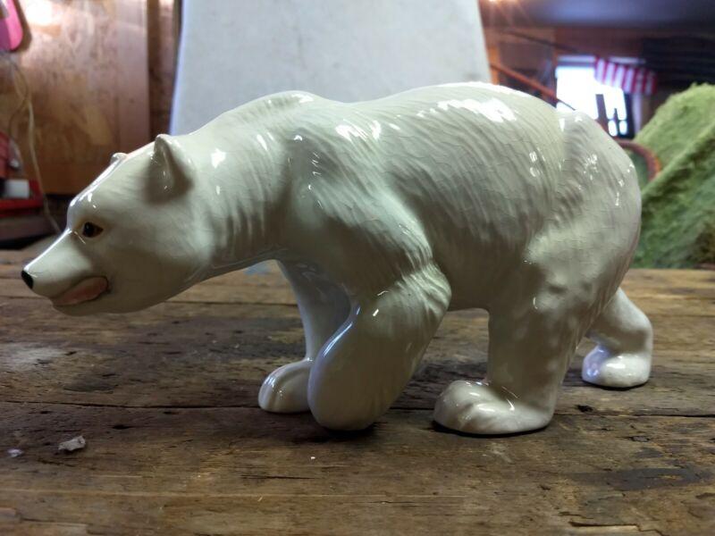 Vintage polar bear Melba Ware Figurine Made in England animal figurine display