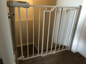 Even flow Secure Step Top Of Stairs Gate