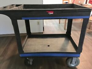 """Camera utility Rubbermaid with 8"""" terrain tires"""