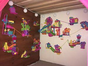 Polly Pocket on-the-wall lot