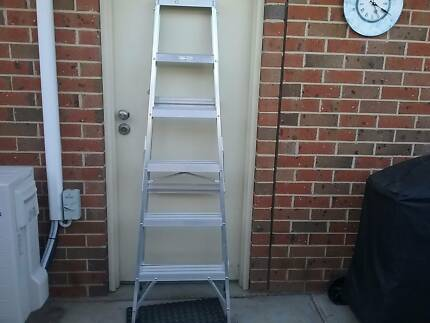 Ladder SINGLE SIDED ALUMINIUM STEP LADDER