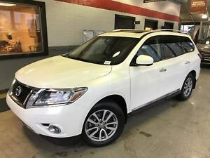 2015 Nissan Pathfinder SL Tech! | Navi | Leather | **LOW KM Aler