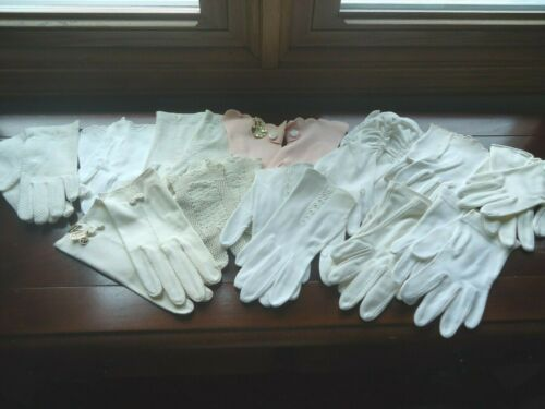 VINTAGE LOT OF LADIES GLOVES