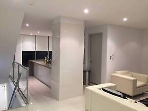 Room for rent in Modern Clean Luxury Townhouse in Epping with balcony