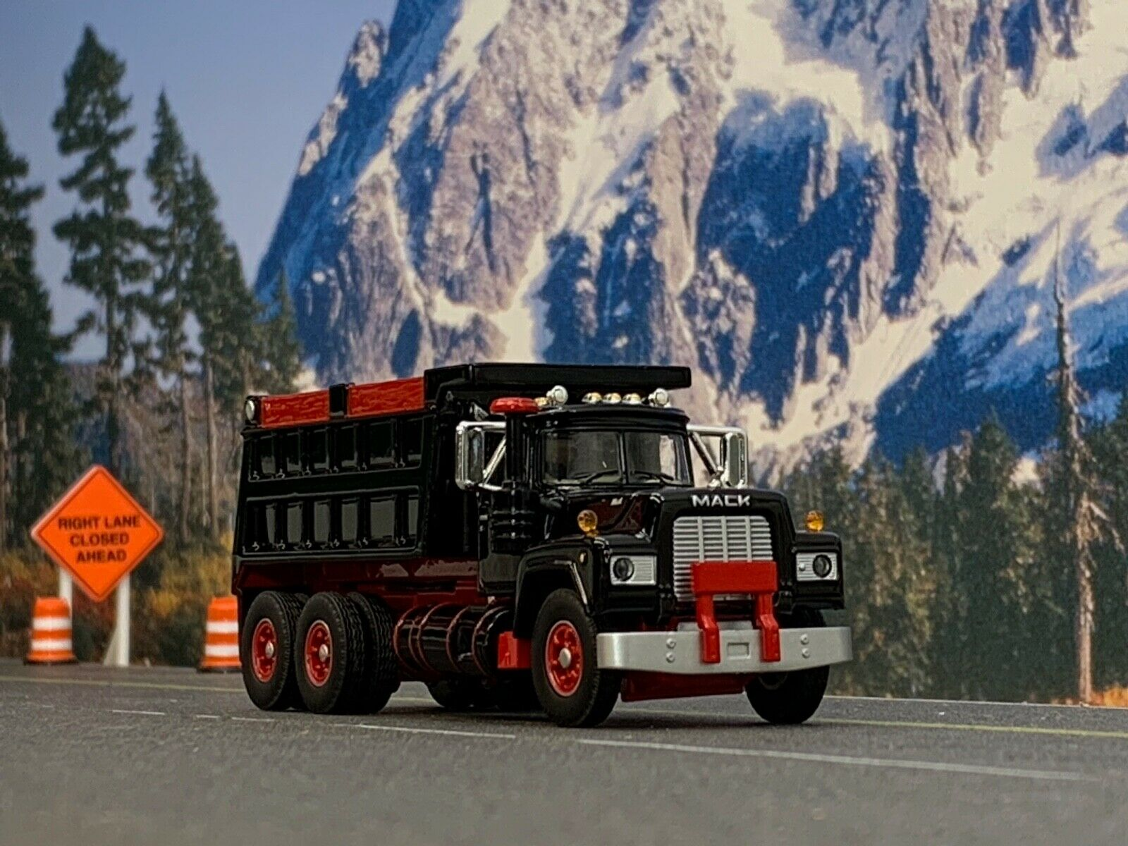 1/64 DCP FIRST GEAR BLACK/RED MACK R DUMP TRUCK