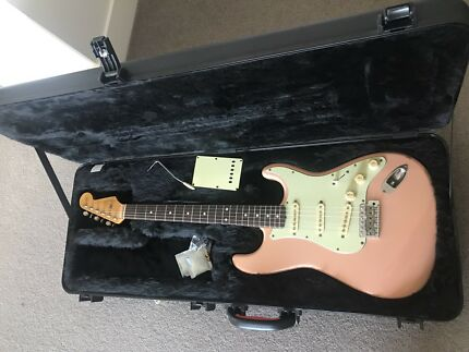 Fender Stratocaster / Shell Pink