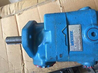 Vickers Hydraulic Pump V20p1s8t1c6f 12lh 592479-7 New