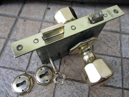 VINTAGE BRASS COMPLETE WITHIN DOOR LOCK WITH HANDLES & KEY REPUTABLE EAGLE BRAND