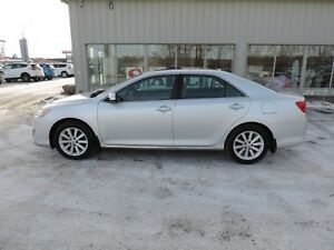 2012 Toyota Camry XLE Local One Owner,Leather,Navi,Heated Sea...