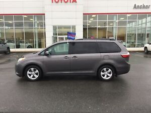 2017 Toyota Sienna LE 8 Passenger HEATED SEATS; P/SEATS; DUAL...
