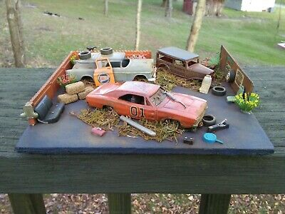CUSTOM GENERAL LEE DUKES OF HAZZARD DIORAMA LAYOUT 1/64 SCALE HAND CRAFTED LOOK