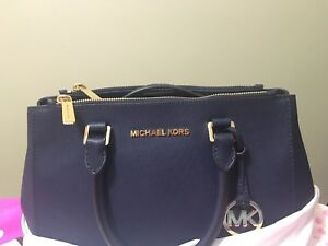 Michael Kors Sutton Crossbody