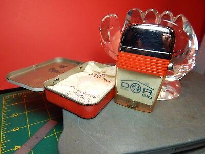 Vintage Scripto Windguard VU-Lighter w/DOR inc. Business Advertisement & Tin
