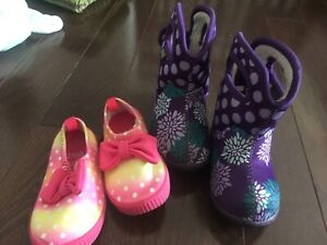 Baby girl shoes. Size 5US.
