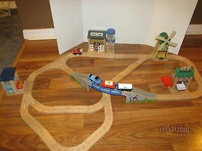 Thomas & Friends Wooden Railway -- Thomas' Birthday Surprise set