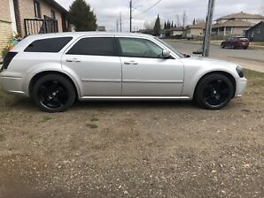 Beautifully maintained 2007 Silver Dodge Magnum