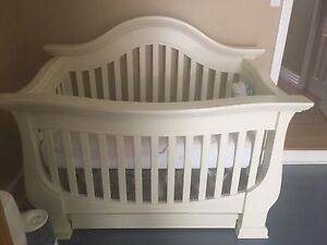 Baby Appleseed Davenport Model Crib with Conversion Kit