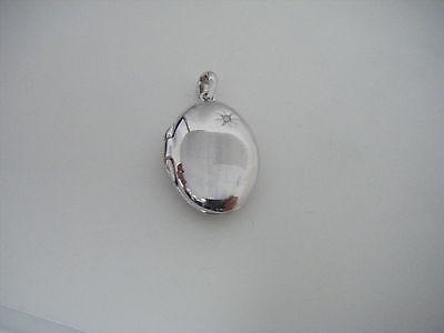 Diamond Oval Locket (HOT DIAMOND - MEMOIRS - Oval Locket Pendant DP493 RETAIL $129.95 )