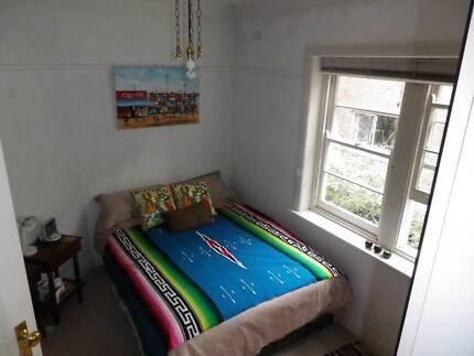 Room to Rent in 2 Bedroom St Kilda Apartment