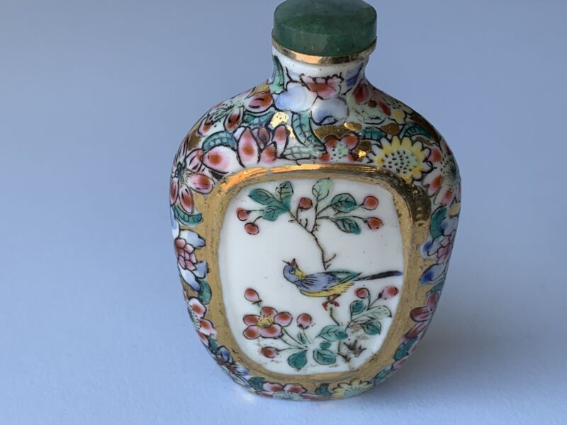 Vintage mille fleur thousand flower with inset hand painted snuff bottle