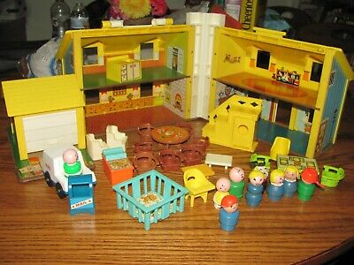 FISHER PRICE LITTLE PEOPLE FAMILY DOLLHOUSE #952~FURNITURE PEOPLE ACCESSORIES