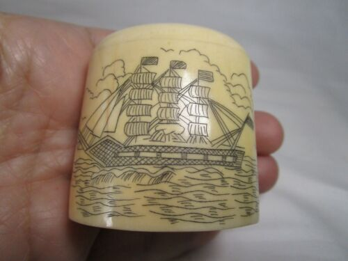 UNIQUE ANTIQUE ESTATE GENUINE BONE SCRIMSHAW HAND CARVED PILL BOX RARE MUST SEE