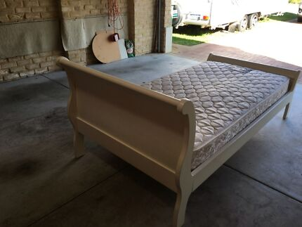 Bed king single sleigh (white) with mattress. Rossmoyne Canning Area Preview