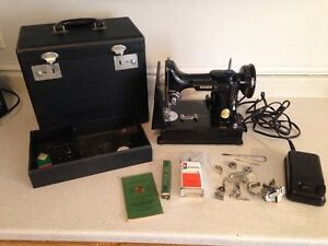 1947 Singer Featherlight Sewing Machine Model 221-1