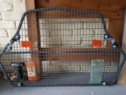 Nissan Dualis Cargo Barrier